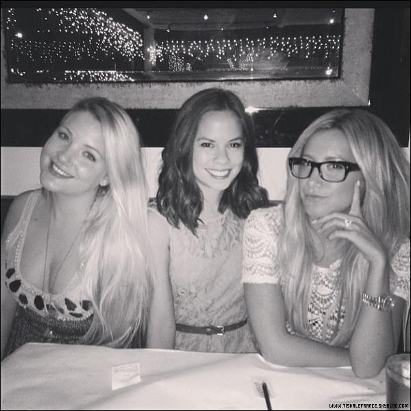 29.08.2013 - Ashley a passé sa soirée avec ses amies Kim Hidalgo et Shelley Buckner !
