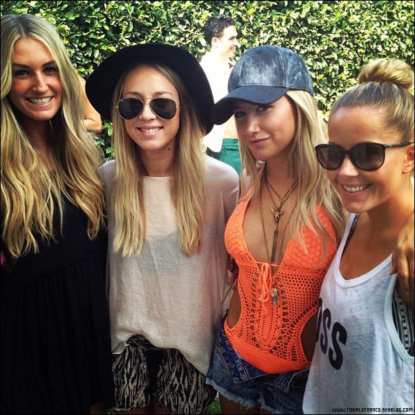 01.09.2013 - Ashley célébrant les 4 ans du salon 901 avec Cristopher et des amis à Los Angeles.