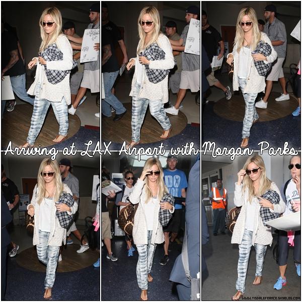 05.09.2013 - Ashley arrivant à LAX avec Morgan Parks après un court séjour à New York.
