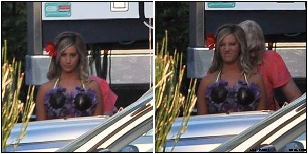 18.09.2013 - Ashley sur le plateau de tournage de la série Super Fun Night. Son personnage n'est pas un des personnages principaux de la série, mais il sera récurrent.    Le premier épisode sera diffusé le 2 octobre sur ABC aux USA.