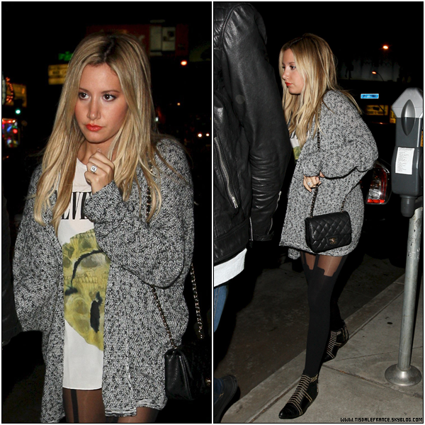 23.09.2013 - Ashley et son fiancé Christopher sortant du Panini's Pizza Restaurant dans West Hollywood...