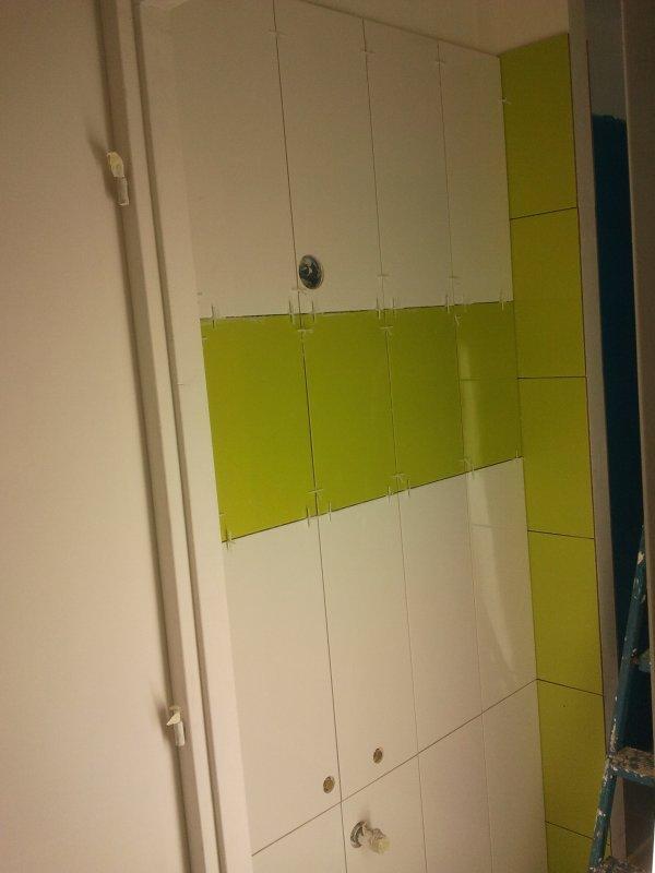 21 septembre 2012 la fa ence dans la sdb du bas avance blanc et vert anis notre maison On faience vert et blanc