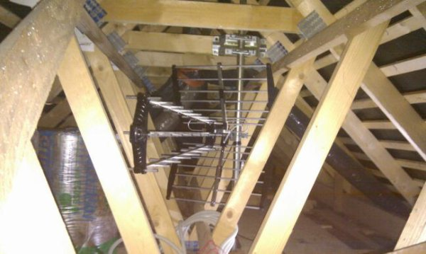 28 novembre 2012 antenne sous le toit et oui des bandes encore notre maison mikit. Black Bedroom Furniture Sets. Home Design Ideas