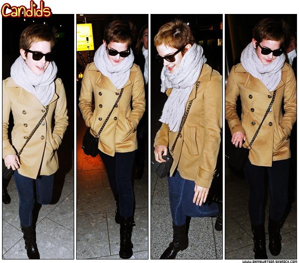 . 14.12 ~ Emma aperçut à l'aéroport Heathrow à Londres avec son assistante ! La miss nous a fait un TOP avec sa tenue ! J'adore son écharpe et ses Ray-Bans  $)  .