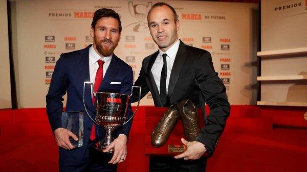 Lionel Messi reçoit le Trophée du Pichichi 2016/17