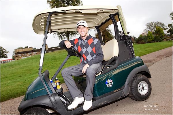 """- 26 Septembre 2011: Tom était sur le green du terrain de golf Celtic Manor Resorts au Pays de Galles. Il a même tweeté """"J'ai eu le meilleur anniversaire avec les garçons aujourd'hui, jouer au golf #callusgrandspas """". -"""