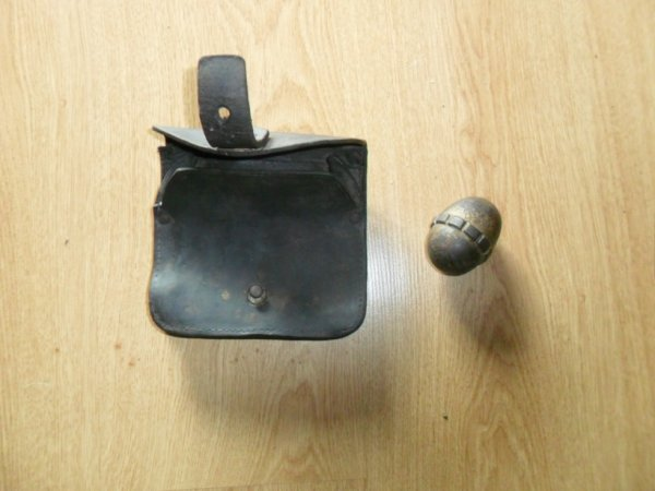 plus cartouchiere fr de 14 et une petite grenade oeuf