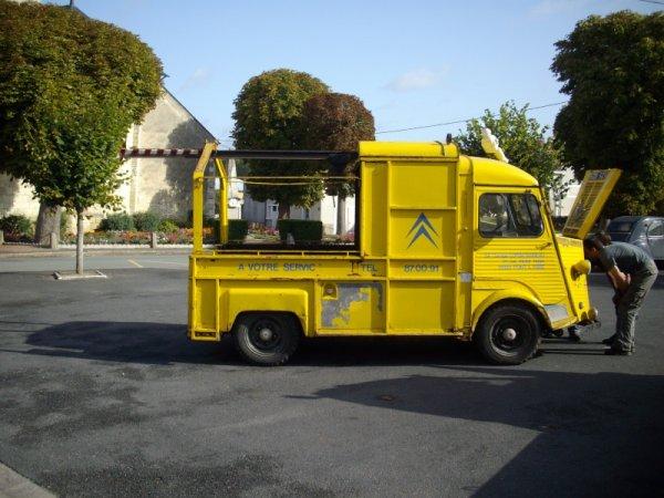 Citroen a votre service citroen hy for Ancien garage citroen lyon