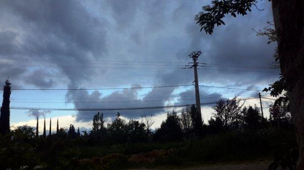 Vive les fils électrique,mais trop beau ciel pour laisser passer... non ?