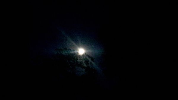 Lune aux éclats de soleil...