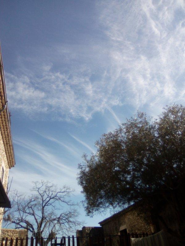 Ciel d'été !!! Magie de nuages...