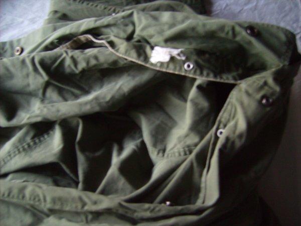 Housse de sac de couchage en très bon état bien marqué avec tous ses boutons sans accrocs et un reste d'étiquette