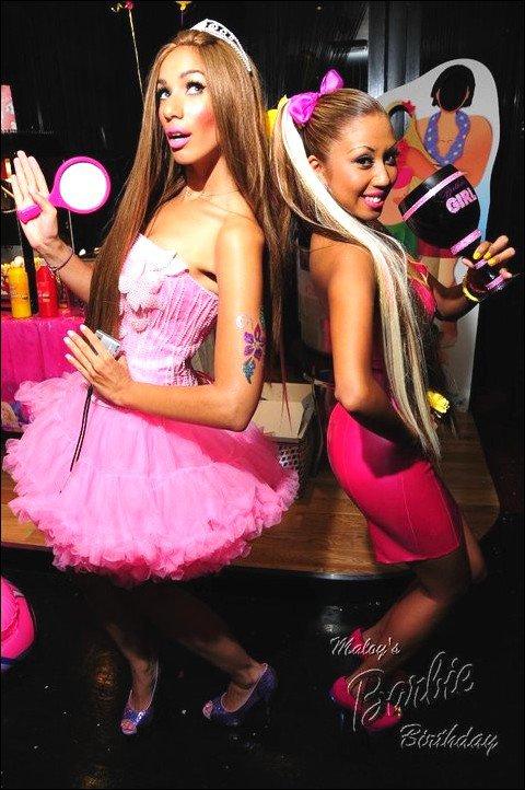 Lele à la fête d'anniversaire d'une de ses amis sur le thème Barbie & Ken (en août 2010)