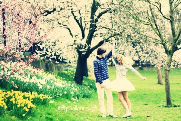 Souvenir, souvenir, t'es plus qu'un souvenir, une photo dans un tiroir, un mal au coeur qui ne veut pas mourir dans ma mémoire...sun--ray