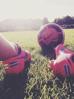 ¤ Prologue : Le football est un jeu avant un produit. Un spectacle avant un business et un sport avant un marché. ¤