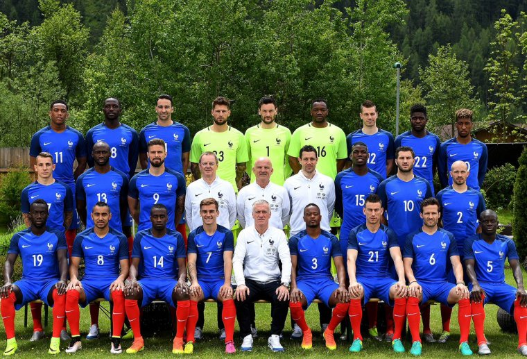 (((  Allez les bleu tous derriere eux pour l euro 2016  )))