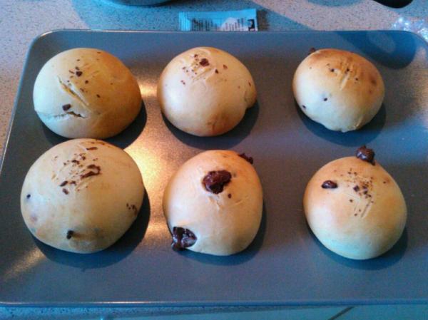 bonjour amis et amies je vous  offre un pain maison pour commencer la journée