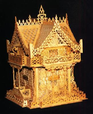 Découpage sur bois - 02 (Chalet suisse gothique)