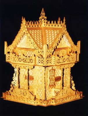 Découpage sur bois - 03 (Chalet suisse gothique)