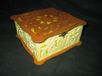 Découpage sur bois - 94 (Boîte carrée) Montage en images 09