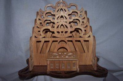 Découpage sur bois - 169 (Un porte-courriers)
