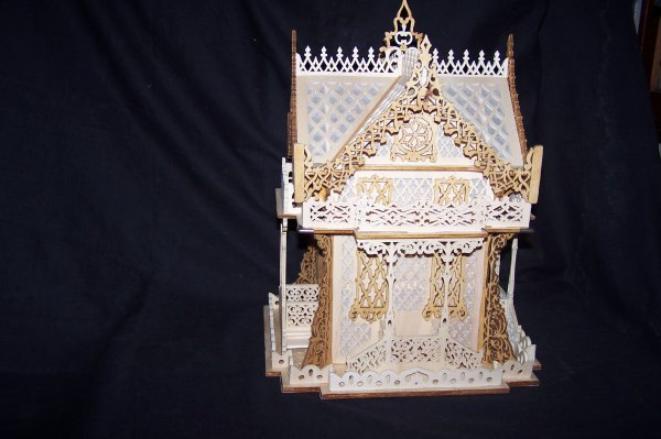 Découpage sur bois - 181 (Chalet suisse gothique)