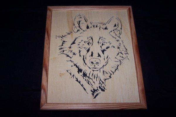 Découpage sur bois - 190 (Cadre Tête de Loup Gris)