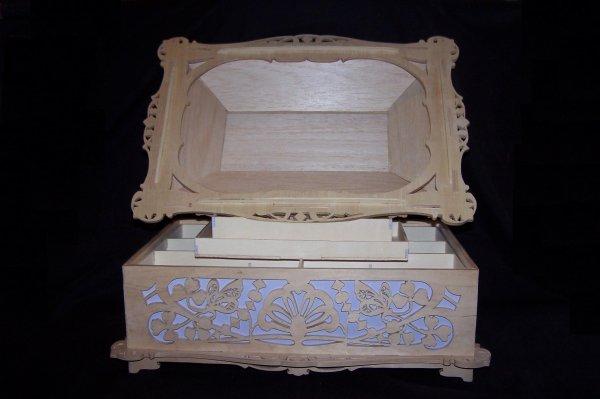 Découpage sur bois - 198 (Boîte à couture) !! Grande boîte !!