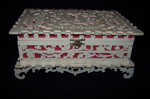 Découpage sur bois - 201 (Boîte avec personnages)