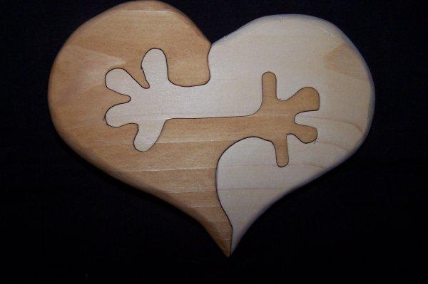 Découpage sur bois - 205 (Coeur à mains - Réalisé en Sapin de 20 MM)