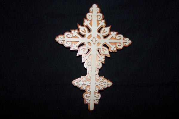 Découpage sur bois - 208 (Croix d'ornementation)