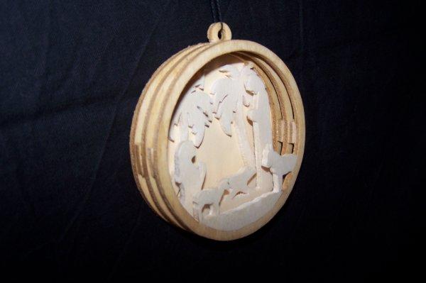 Découpage sur bois - 214 (Petite Crèche à Suspendre)