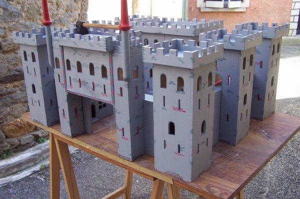 Découpage sur bois - 238 (Chateau La Pompe) Partie I I I