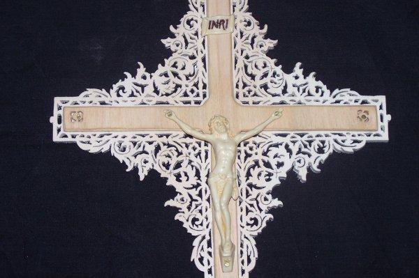 Découpage sur bois - 244 (Croix de Jésus Style Gothique)