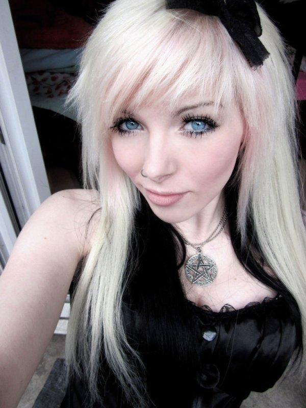 Emo girl vampire