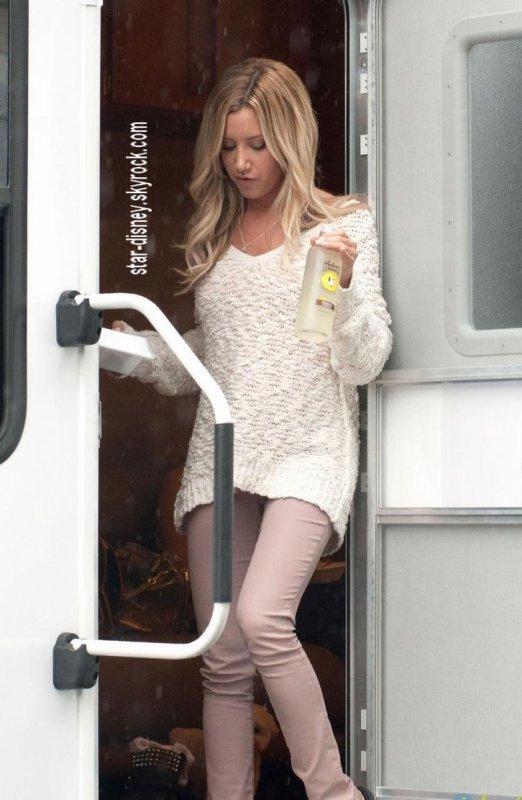 ashley tisdale sur le tournarge de scary movie 5 le 6 septembre 2012