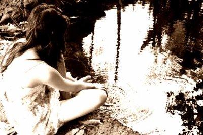 """""""J'aurai voulu te dire ce que je ressens pour toi, j'aurai voulu t'écrire mais je n'ai plus assez de pages, j'aurai voulu t'offrir ce que j'ai au fond de moi, j'aurai voulu agir mais je n'en ai pas eu le courage"""" Kenza Farah"""