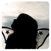 Le sourire que j'ai sur les lèvres, Cache peut-être la douleur que j'ai sur le coeur. (2008)