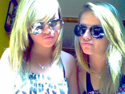 moi et liline ( cest ma tite soeur :) enfin je croit que la ressemblance vous laisse le deviner ^^ )
