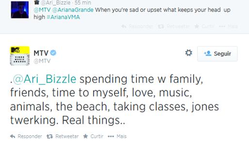 ✈ Quand elle est triste, ce qui réconforte Ariana s'est passé du temps avec sa famille, avec ses amis, avoir du temps pour elle, l'amour, la musique, la plage, étudier, jones qui twerk. Vrai choses..
