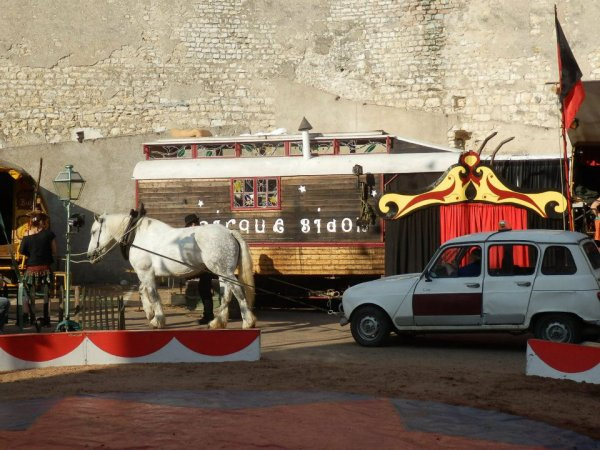 Cirque Bidon : Vite ! Ralentir...