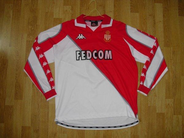 Maillot domicile saison 1998-1999 floqué GIULY (de face)