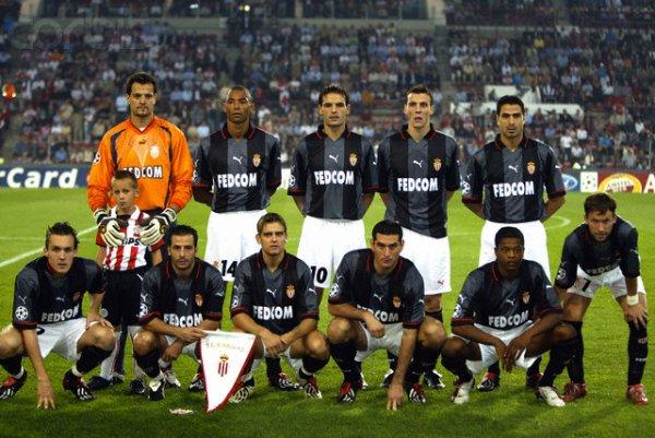 Maillot extérieur saison 2003-2004 floqué GIULY (de face)