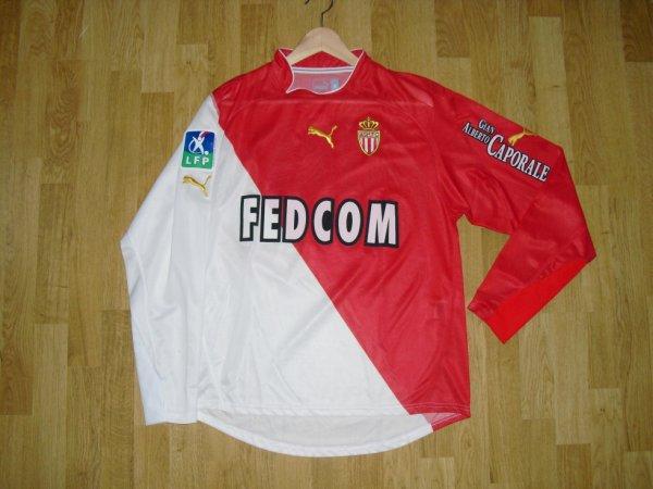 Maillot domicile saison 2003-2004 floqué MORIENTES (de face)