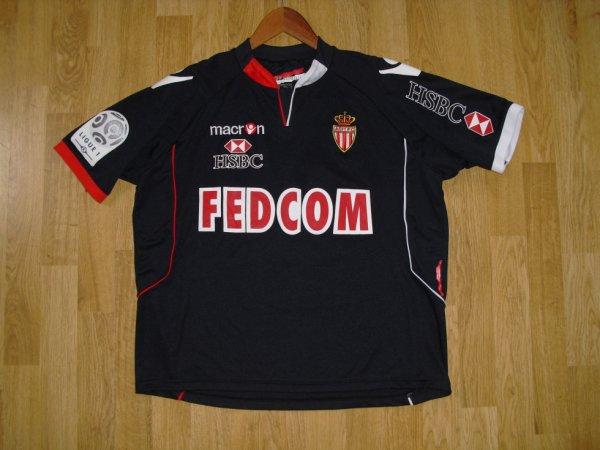 Maillot extérieur saison 2010-2011 floqué MENDY (de face)
