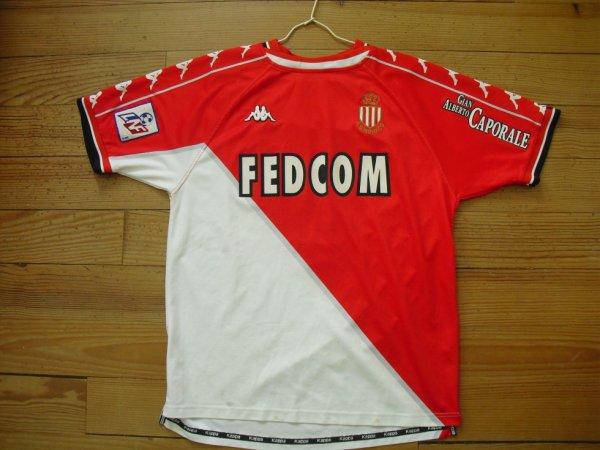 Maillot domicile saison 1999-2000 floqué TREZEGUET (de face)