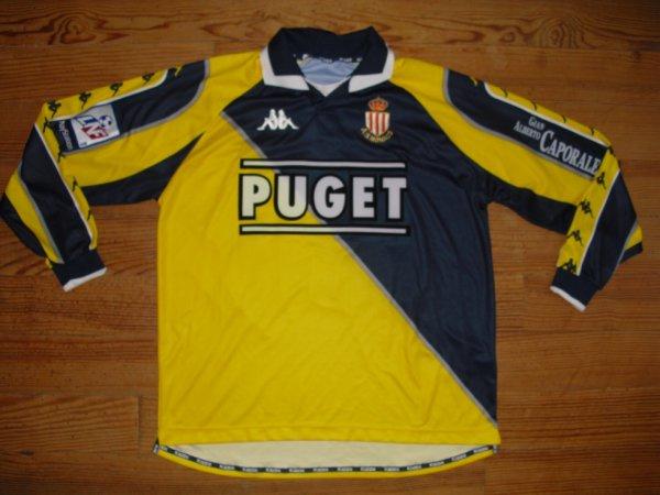 Maillot extérieur saison 1998-1999 floqué GIULY (de face)