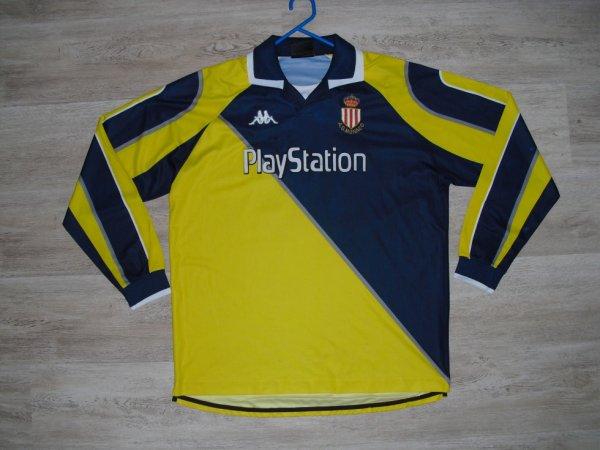 Maillot extérieur saison 1998-1999 floqué RIISE (de face)