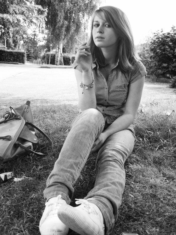 MARIE CHARLOTTE - 13 ANS  -  AMOUREUSE - LUNATIQUE & JALOUSE