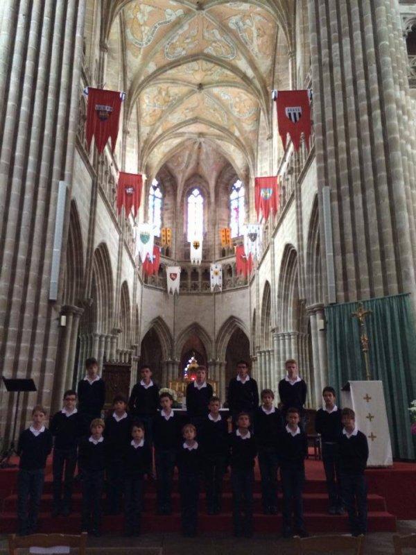 Les Petits Chanteurs de France en répétition à la cathédrale de Tréguier